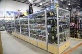 Store glass display shelving by showfront